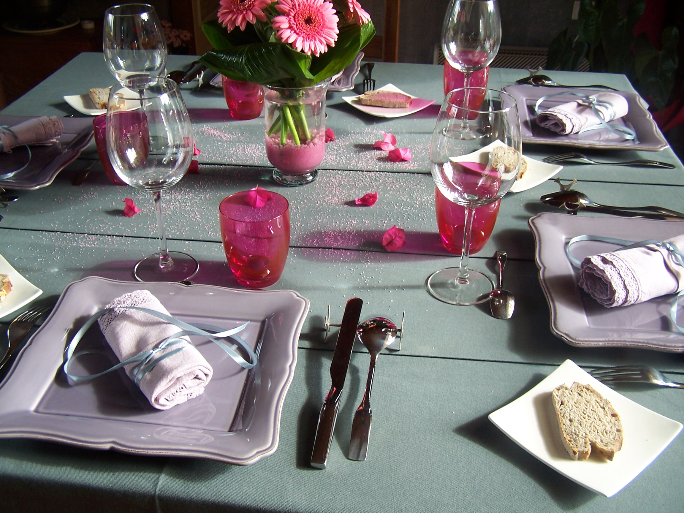 Decoration table de noel gris et rose for Cuisine rose et gris
